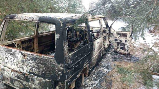 Контрабандисты сожгли автобус с сигаретами, убегая от пограничного наряда