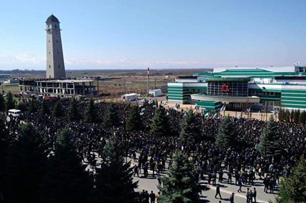 Митингующие в Ингушетии перекрыли участок федеральной трассы