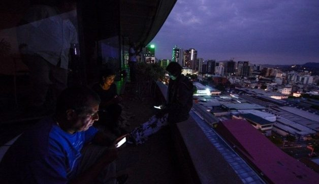 В Венесуэле третий блэкаут за месяц. Электричества нет в больницах и аэропортах всей страны