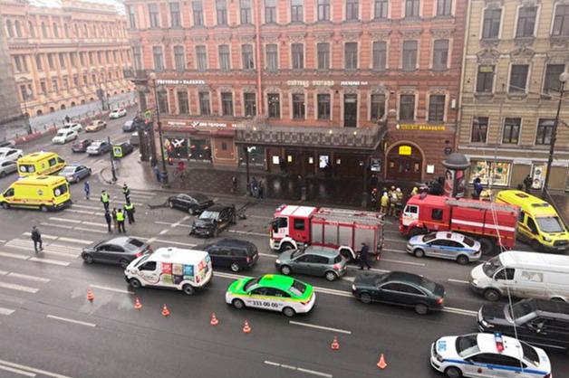 В сети появилось видео смертельного ДТП в центре Петербурга