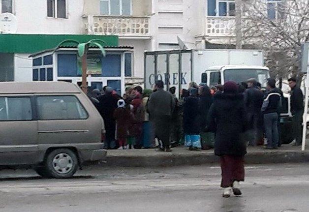 В Туркменистане в давке за хлебом скончался пожилой мужчина
