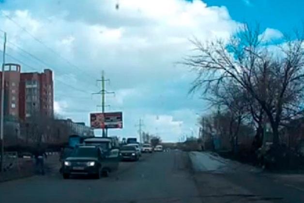 Дорожные войны: в Оренбурге массовая драка попала на видео