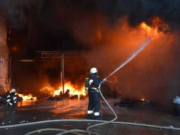 В Одессе во время пожара в жилом доме погибла женщина