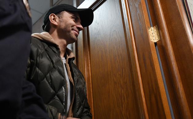 Дворкович отрицает, что приглашал Абызова на день рождения