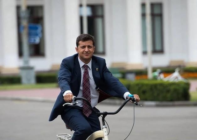 Могут «грохнуть»: Зеленский объяснил, что ему мешает ездить на велосипеде