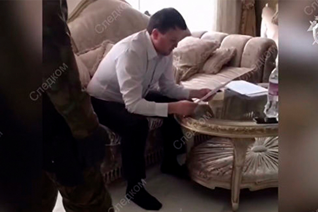 Суд отменил постановление о законности обыска квартиры кузена Арашукова