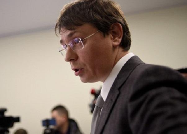 Крючков рассказал, что к схеме вывода денег с госпредпиятий причастен армейский друг Порошенко