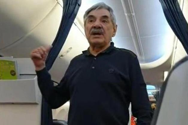 Александр Панкратов-Черный о конфликте в самолете: «Меня целенаправленно унижают»