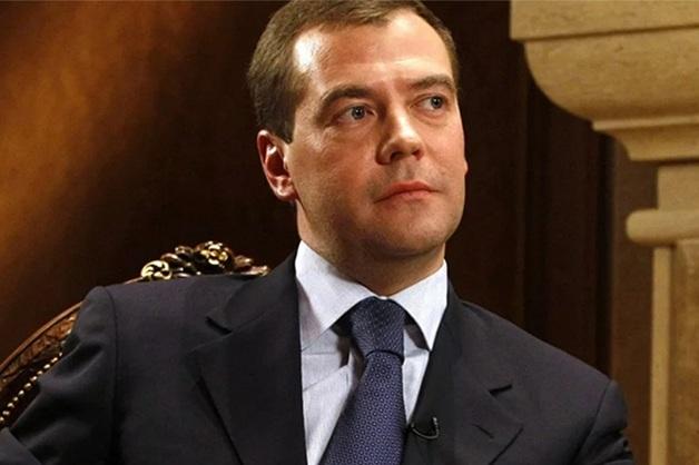 «Некоторые просто выживают». Медведев прокомментировал условия жизни россиян