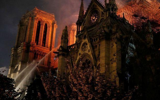 На время реконструкции собора Парижской Богоматери перед входом построят деревянный храм