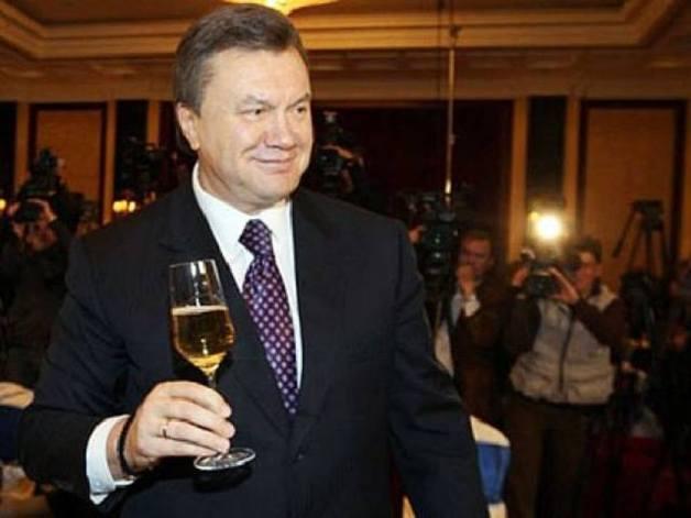Суд наложил арест на элитный алкоголь Януковича в «Межигорье»