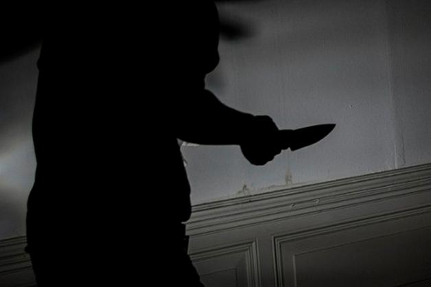 Житель Забайкалье устроил резню в доме: труп мужчины и истекающую кровью женщину нашли соседи