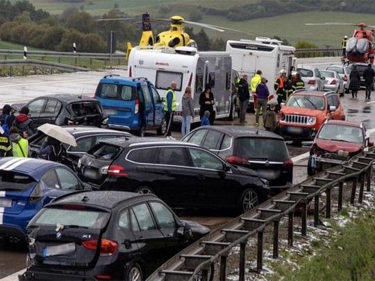 Масштабное ДТП в Германии: из-за града столкнулись более 50 авто