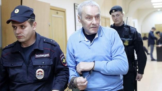 Суд приговорил отца полковника Захарченко за растрату к 4 годам колонии