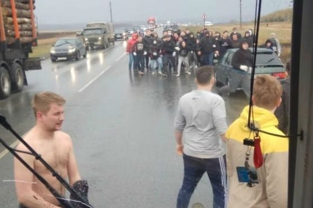 «Угрожали разбить весь автобус». Под Уфой фанаты напали на приезжих болельщиков