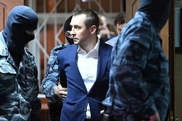 ЦБ не стал отзывать лицензию у банка, через который полковник Захарченко снабжался взятками