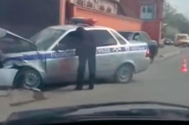В Назрани столкнулись два автомобиля УГИБДД