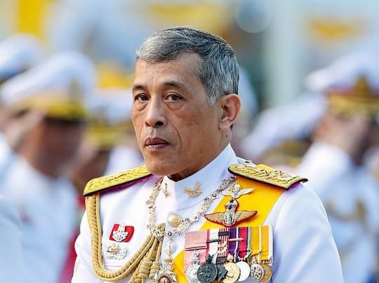 Король Таиланда неожиданно женился на генерале