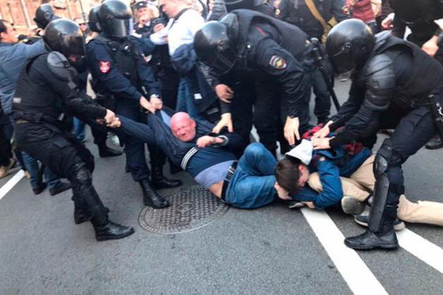 Депутат Резник был обкурен на первомайском шествии в Петербурге
