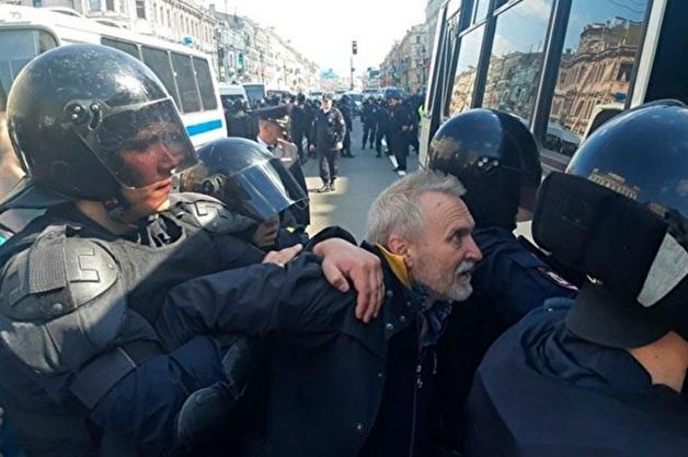 Жесткие действия полицейских на акции 1 мая в Спб могут быть связаны со сменой руководства в городском главке