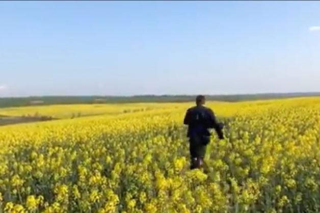 Звезда «Бумера» по полям добрался до Украины, куда ему запрещен въезд