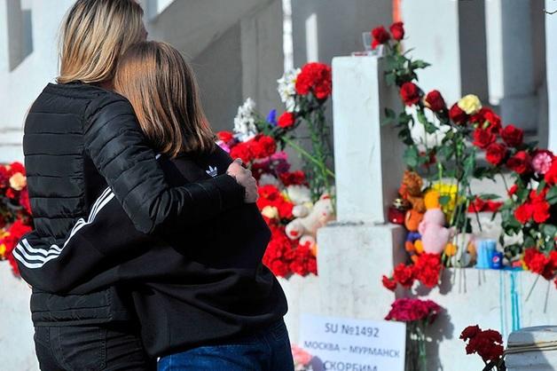 «Аэрофлот» пообещал 14 лет платить зарплату семье погибшего стюарда SSJ