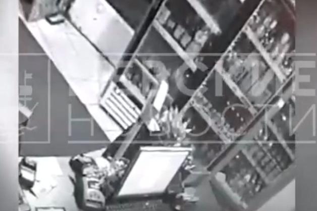 Похищение платежного терминала в Петербурге попало на видео