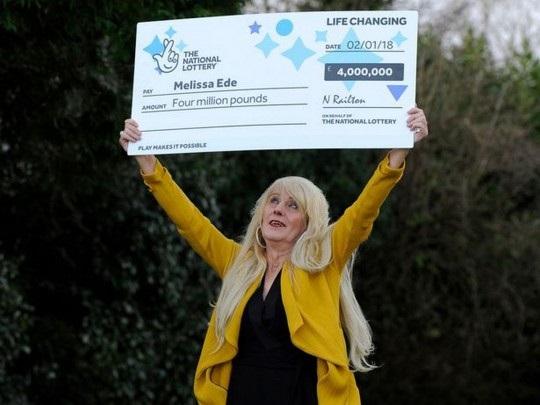 Выигравшая в лотерею пять миллионов долларов женщина-трансгендер неожиданно умерла