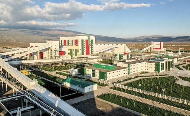 Туркменские уроки: село осталось без удобрений, народ — без хлеба, чиновники — без портфелей, а новенький завод — без загрузки