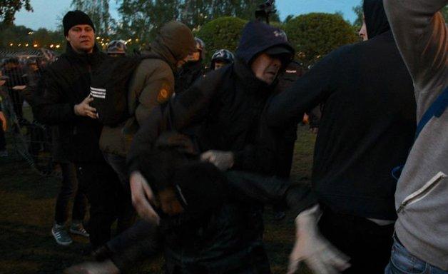 «Кто не скачет, тот за храм». В Екатеринбурге протестующие устроили «майдан» после стычек с ОМОН