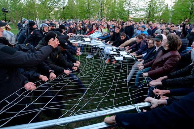 Тысячи жителей Екатеринбурга вышли на второй протест против Храма-на-Драме