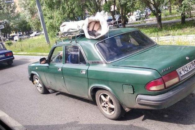 На улицах Воронежа заметили «Волгу» с трупом на крыше