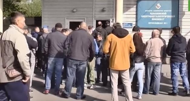 Сотрудники комбината челябинского олигарха Аристова вышли на стихийный митинг с требованием повышения зарплат