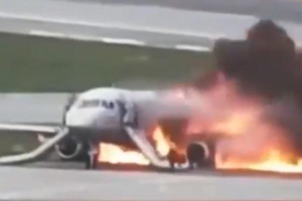 Ударился, подпрыгнул и загорелся: обнародовали полное видео смертельного приземления самолета в Шереметьево