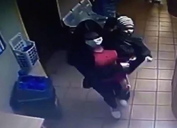 «Посадила на кресло и не вернулась». В Москве женщина бросила маленькую девочку в больнице
