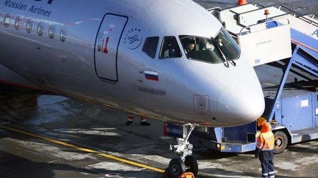 Самолет SSJ-100 заходил на посадку с перегрузом
