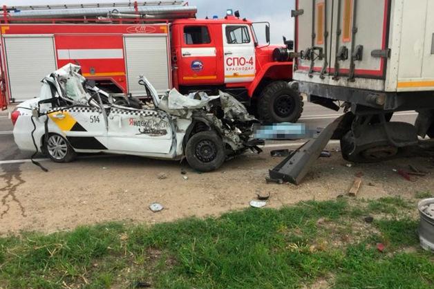 В жуткой аварии с «Яндекс.Такси» в Краснодаре погиб человек