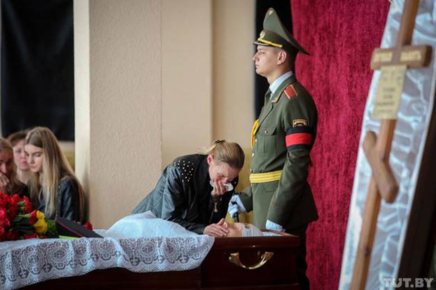 В Могилеве прощаются с похищенным, а затем убитым 22-летним сотрудником ГАИ