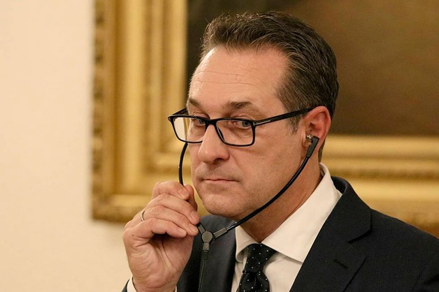 Вице-канцлер Австрии подал в отставку после скандала о связи с российскими олигархами