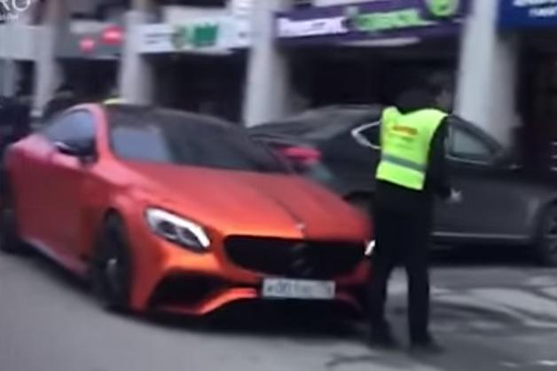 Сын миллиардера разбил свой Mercedes о рядовой Hyundai в центре Екатеринбурга