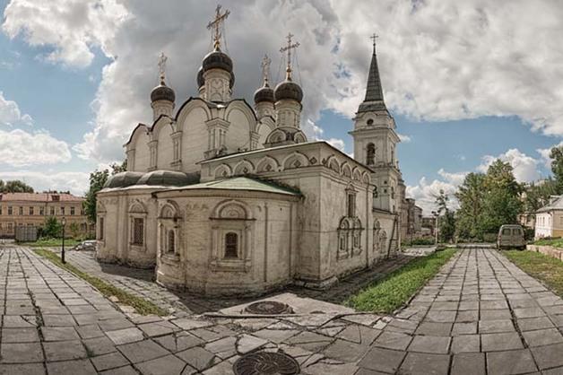Открытая ЧМТ, перелом плеча: Мужчина избил пенсионерку в московском храме
