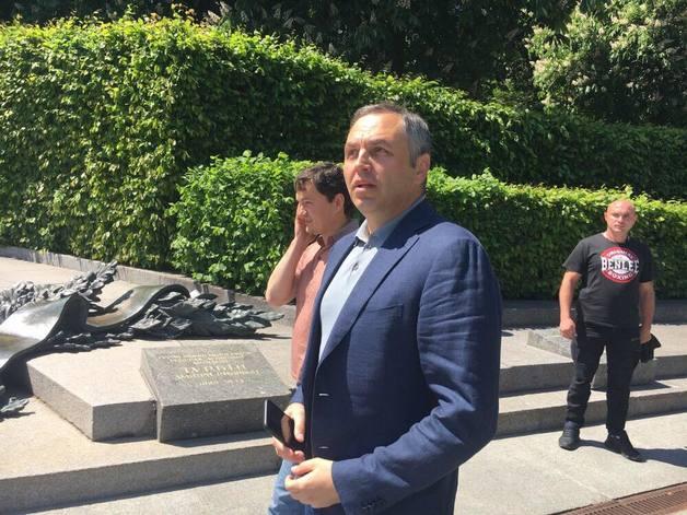 В день инаугурации Зеленского Портнов подаст заявления о преступлениях Порошенко
