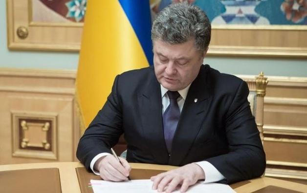 Петр Порошенко присвоил ранг чрезвычайного и полномочного посла нардепу-коррупционеру Логвинскому