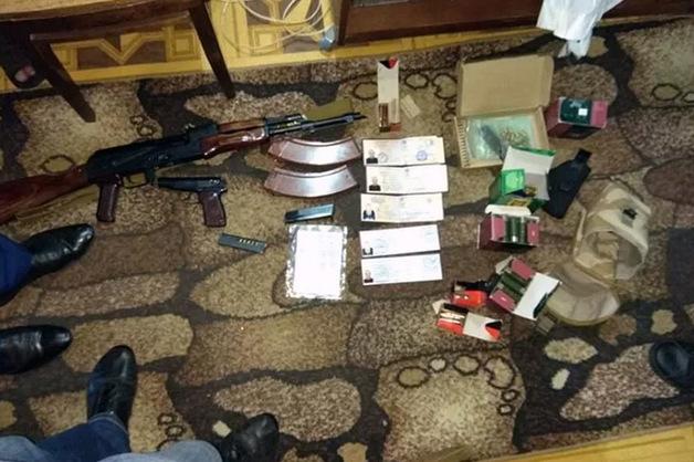 В Москве обнаружены склад с оружием и поддельное удостоверение сотрудника МВД
