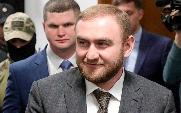 Лишенный статуса сенатора Арашуков обратился к Совфеду