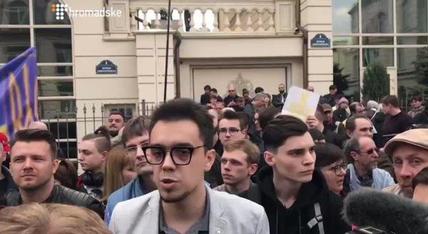 """Под АП Зеленского сегодня ожидаются """"танцы"""" фанатиков Порошенко - """"можно подкосить капусты"""". источник"""