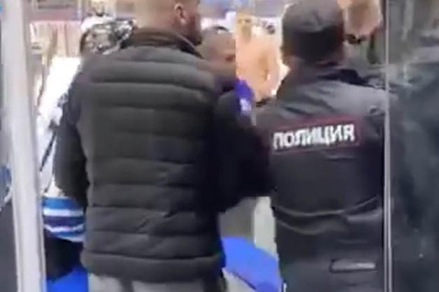 Фанаты «Зенита» устроили драку на матче своей любительской хоккейной команды