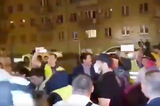 Протестующие против строительства высотки в московском Люблино едва не попали под «КамАЗ»