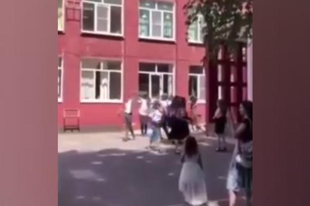 «Доля воровская»: Школа Армавира приняла эстафету скандальных выпускных под шансон-репертуар