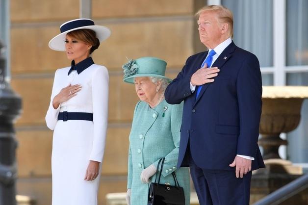 Трамп встретился с королевой Елизаветой II